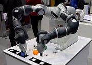 Robot na veletrhu Amper v Brně.