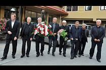 Osm československých šampionů ze Zbrojovky Brno, kterou v roce 1978 jako trenér přivedl k jedinému mistrovskému titulu v historii, se rozloučilo s legendárním Josefem Masopustem.