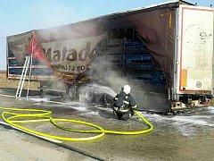 Hořící kamion zablokoval dálnici D2 u Brna.