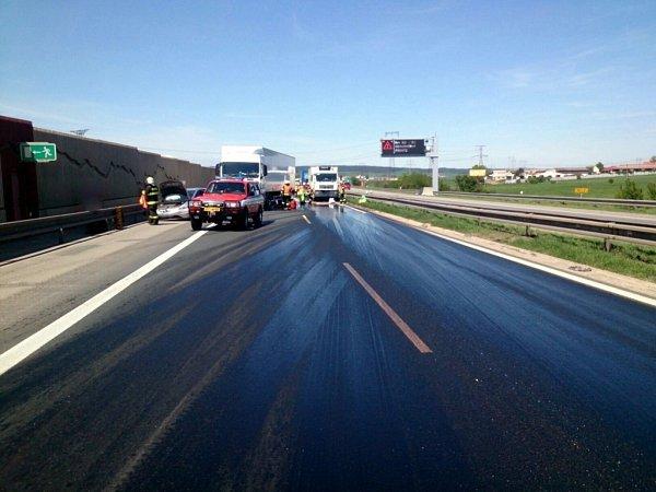 Nehoda uOstrovačic zablokovala dálnici.