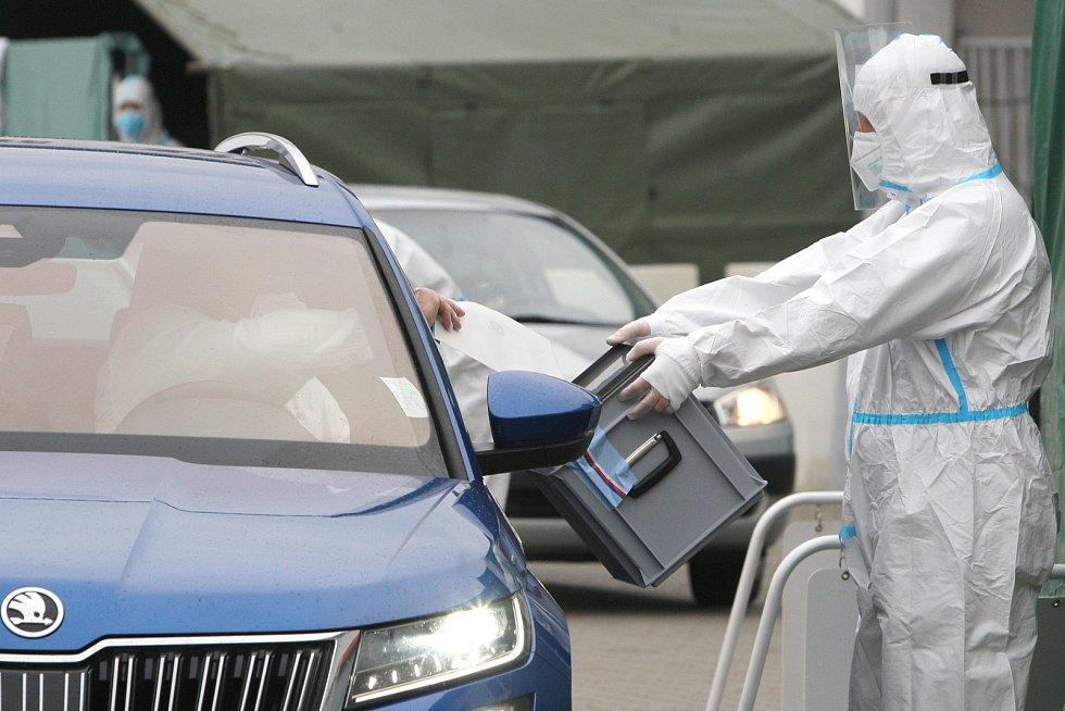 Volby z auta před brněnským výstavištěm.