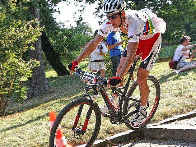 Světový král král letošní cyklistické sezony horských kol Jaroslav Kulhavý vyhrál nedělní třetí ročník Pells MTB kritéria, které hostilo historické centrum Brna.