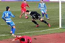 Fortuna Národní liga - Utkání mezi FK Ústí nad Labem (modrobílí)  a SK Líšeň (červení) skončilo bezbrankovou remízou.