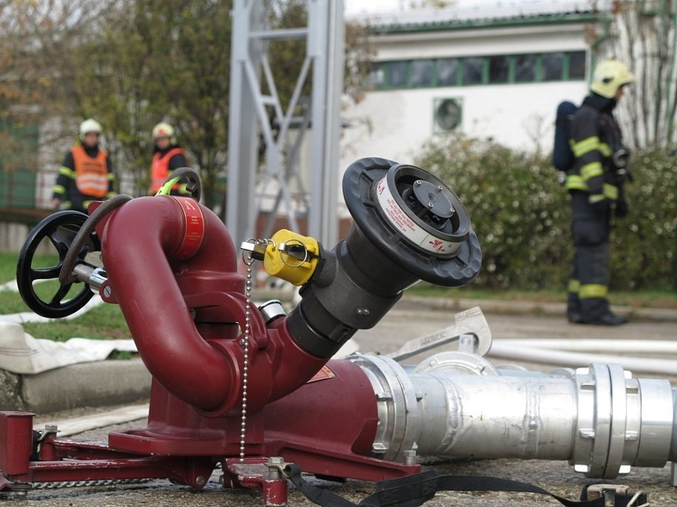 Do cvičení se zapojilo více než sedmdesát hasičů.