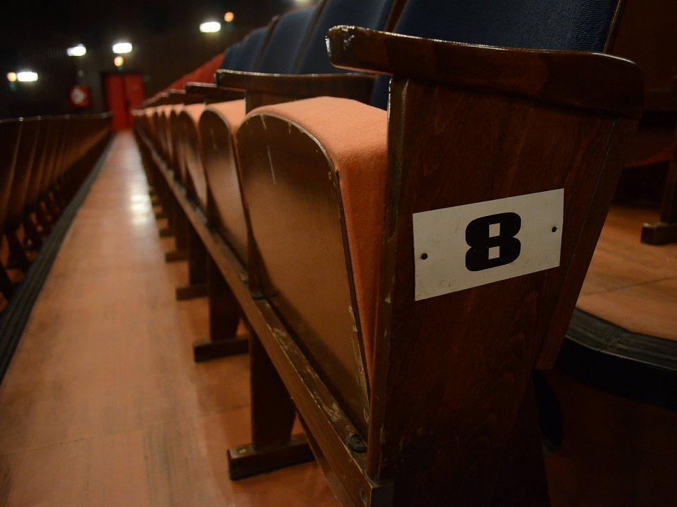 Zákaz akcí nad sto lidí vyprázdní většinu kin.