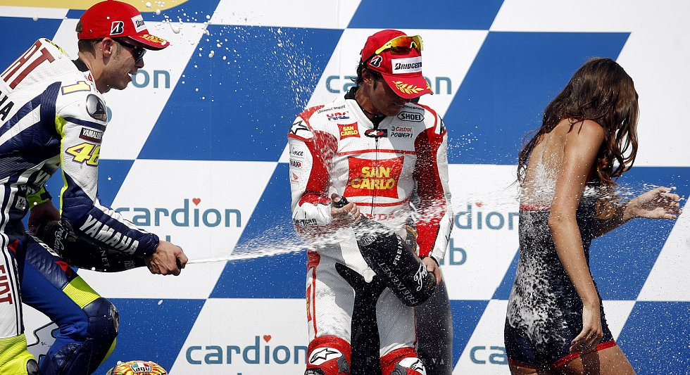 Na stupních vítězů se v České republice Rossi naposledy podíval před čtyřmi lety, kdy skončil druhý.