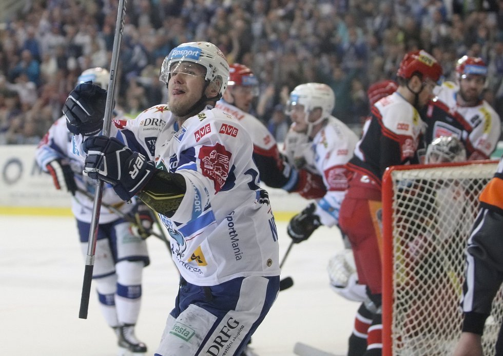 Diváci viděli excelentní brněnskou jízdu nedělním večerem. Kometa doma deklasovala Hradec Králové 8:0 ve třetím utkání semifinálové série play-off hokejové extraligy.