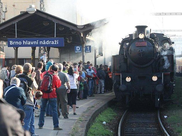 Historický parní vlak v čele s lokomotivou Skaličák.