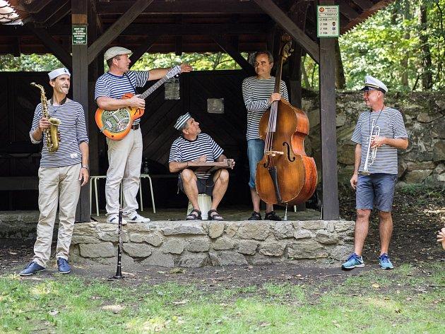 Hudební festival Znojmo se zabývá zejména klasickou hudbou. Z30 koncertů je ale několik jazzových a cimbálových koncertů. Ke každému žánru