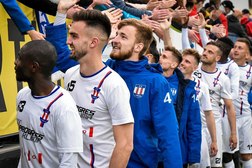 Líšeňští fotbalisté dostali po posledním utkání s Třincem pohár pro stříbrný celek druhé ligy. Jaké zápasy je k takovému úspěchu dovedly?