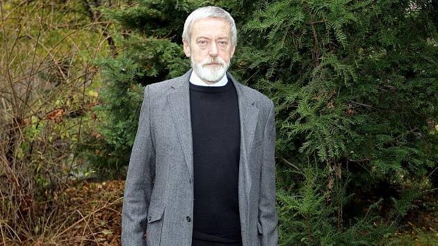 FILOZOF A SPISOVATEL. Josef Šmajs včera oslavil své sedmdesáté narozeniny.