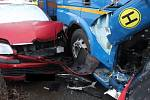 Řidič kamionu naboural v areálu brněnské dopravní firmy devět aut.
