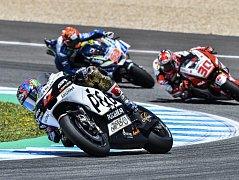 Při motocyklové Velké ceně Španělska na okruhu v Jerezu skončil Jakub Kornfeil v třídě Moto3 osmý a bodoval i ve čtvrtém závodě sezony. Karel Abraham v kubatuře MotoGP upadl a dojel až osmnáctý.
