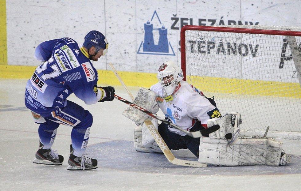 Kometě se nepodařilo porazit Pardubice. Týmu se nedařilo v závěrečných nájezdech. Na snímku Balej.