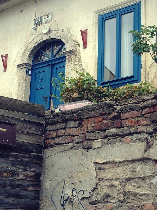 Známé dominanty Brna i běžným kolemjdoucím skrytá zákoutí zachytil objektiv fotoaparátu. Na snímku Kopečná.