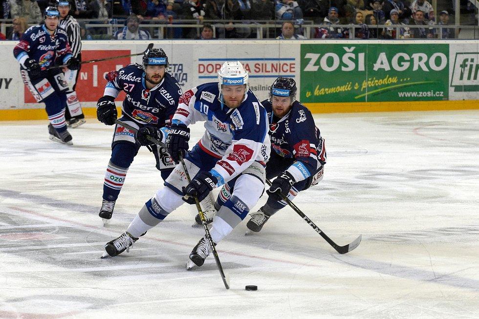 HC Kometa Brno v bílém (Martin Dočekal) proti HC Vítkovice.