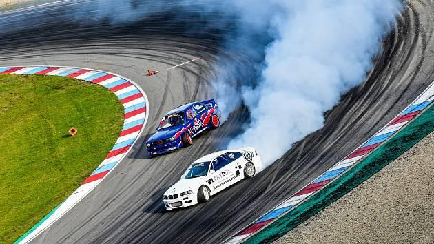 BATTLE. Ve vyřazovacích soubojích musí druhý závodník přesně kopírovat stopu prvního.
