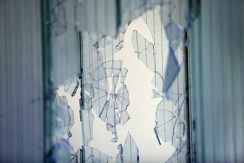Zahajovací den výstav po uvolnění protiepidemických opatření má za sebou Fait Gallery v Brně. Díla Petra Veselého, Davida Možného a Kristiána Németha mohou návštěvníci spatřit v prostorách galerie.