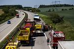 Při nehodě dvou kamionů na dálnici D1 zemřel řidič jednoho z nich. Nákladní auta se srazila na 172. kilometru u Domašova ve směru na Prahu v pondělí krátce po poledni.