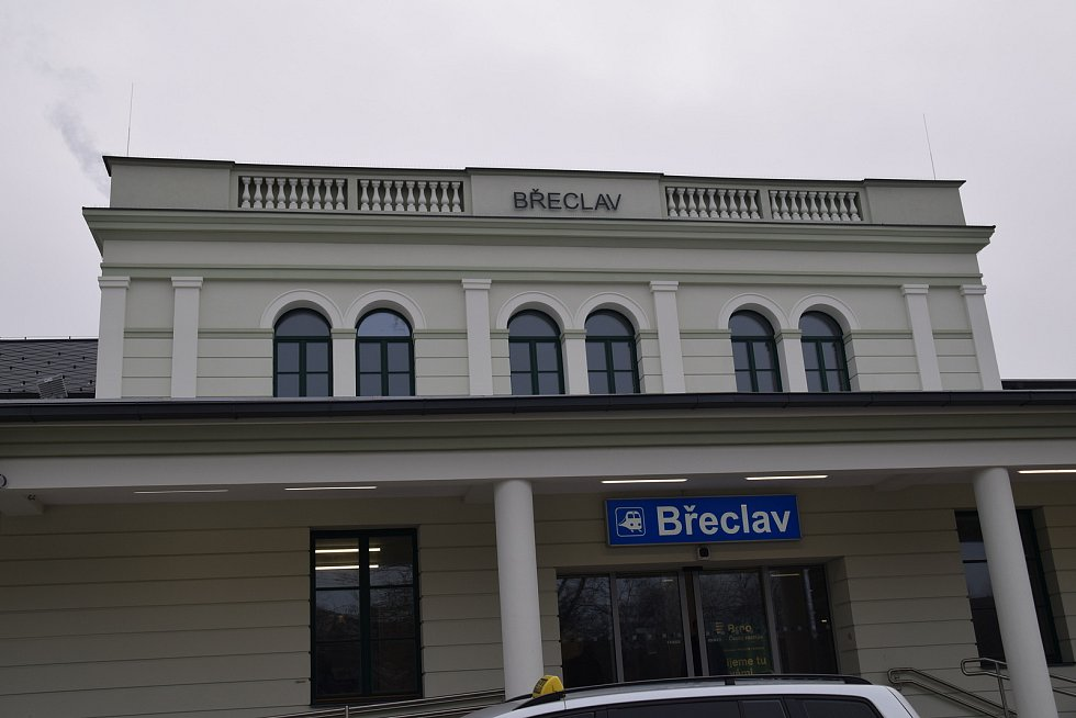 Zrekonstruovaná budova břeclavského nádraží.