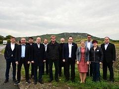 Společné focení lídrů jihomoravských kandidátek.