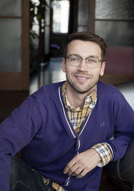 Lukáš Hejlík je herec, módní návrhář, kuchař ifarmář.
