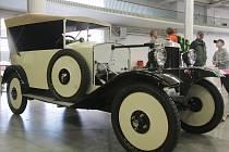 Pavilon Z brněnského výstaviště se v sobotu zaplnil desítkami historických aut.