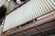 Balkon na spadnutí.