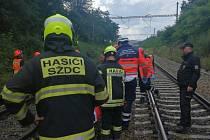 Muže smetl vlak, srážku přežil. Mezi Brnem a Kuřimí spoje čtvrt hodiny nejezdily