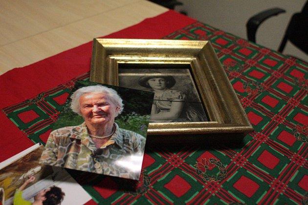 Snímek portrétu zhruba devítileté Susanne Stiassni, dcery zakladatelů slavné brněnské vily, se ukrýval za dívčinou starší fotografií.