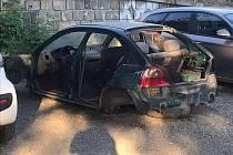 Přibývající autovraky trápí obyvatele brněnských Černovic již několik týdnů. Likvidace opuštěných aut se však mnohdy protáhne i na dlouhé měsíce.
