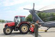 Na brněnském výstavišti přistál legendární vrtulník Black Hawk.