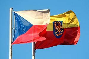 Vlajka České republiky a Moravská vlajka. Ilustrační foto.
