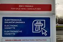Samoobslužný kiosek, kde se dá koupit elektronická dálniční známka. Ilustrační foto