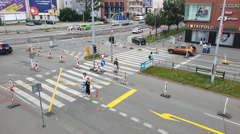 Uzavřený přechod mezi galerií Vaňkovka a obchodním domem Tesco v Brně v neděli 12. července odpoledne.