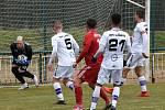 Líšeňští fotbalisté (v bílém) zvítězili před startem jarní části FORTUNA:NÁRODNÍ LIGY v přípravném utkání s Třincem 1:0.