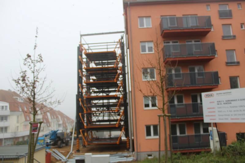 Takhle vznikal výtah v Nachové ulici v Řečkovicích.