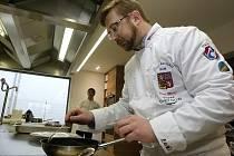 Český Národní tým kuchařů se v Moravanech na Brněnsku připravoval na podzimní kuchařskou olympiádu. Piloval soutěžní tříchodové menu.