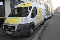 Brněnská ulice Hybešova patří mezi jednu z těch, kde řidiči často špatně parkují. Brněnští strážníci prohřešky bedlivě sledují. Loni odhalili více než šestasedmdesát tisíc případů špatného parkování, což je o čtyři tisíce více než předloni.