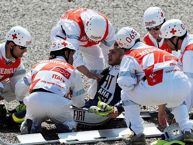 Zraněný Valentino Rossi.