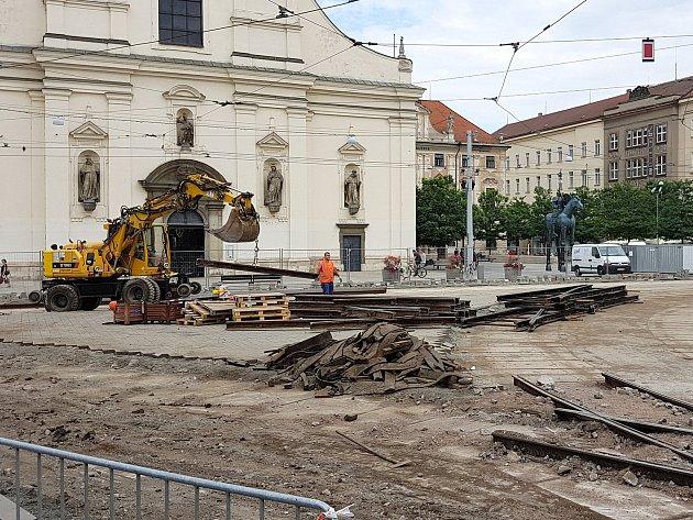 Takto vypadalo v polovině července rozkopané Moravské náměstí v Brně.