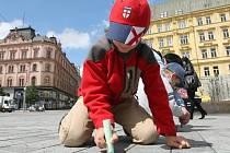 Děti v neděli odpoledne na brněnském náměstí Svobody plnily nejrůznější úkoly
