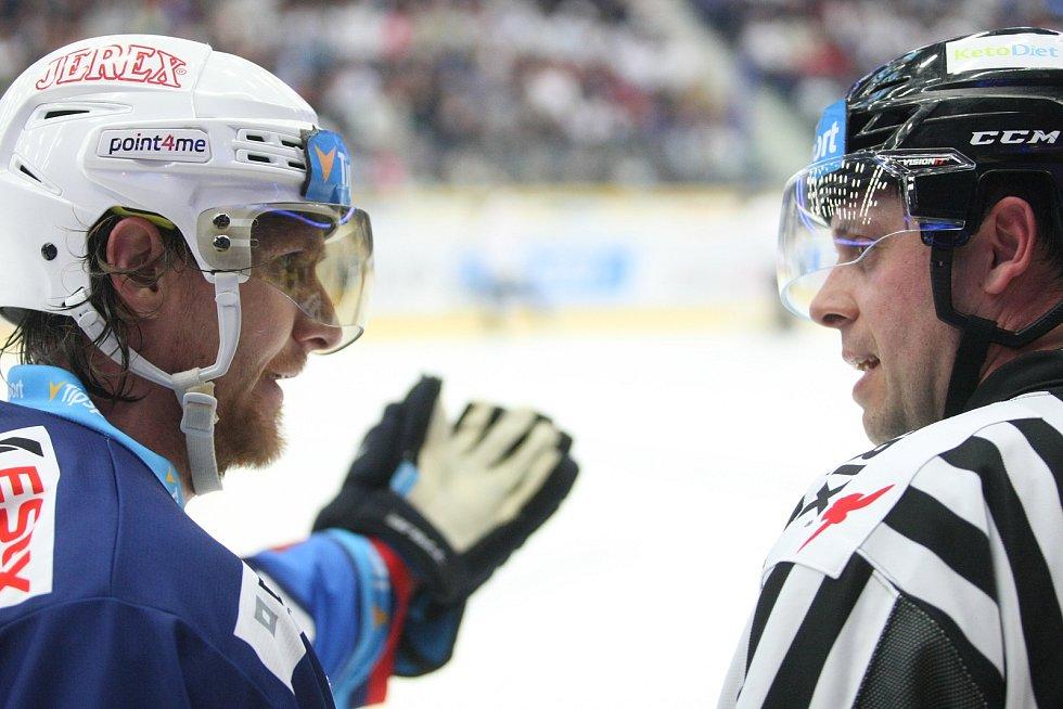Semifinále hokejové extraligy mezi HC Bílí Tygři Liberec a HC Kometa Brno.