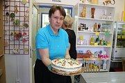 Kafárna Domova Olga na Blanensku, kde také pracují mentálně postižení.