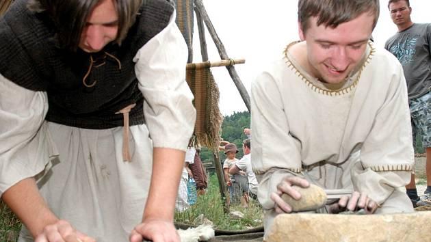 Keltové si připravují suroviny na výrobu keramiky.