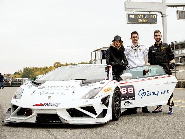 V prvním Lamborghini Gallardo Supertrofeo brněnského týmu Mičánek Motorsport se svezla například i Miss Earth z roku 2012 Tereza Fajksová.