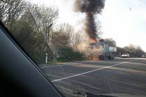 U Kuřimi hořelo nákladní auto. Škoda je asi půl milionu.