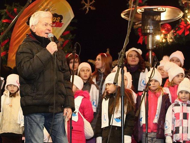 Zpívání koled na brněnském náměstí Svobody při akci Česko zpívá koledy 2014.