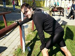 Tým Pony Expres, za který naskočil i šéfredaktor Rovnosti Tomáš Svoboda (na snímku), se zapojil do extrémního běžeckého závodu Spartan Race.