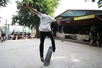 Sedmý ročník Statek Skate Contestu přilákal v sobotu na známou znojemskou pivní zahrádku Na Statku dvě desítky borců, kteří za doprovodu hudby předváděli show.